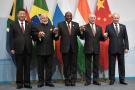 Le président chinois Xi Jinping, le Premier ministre indien Narendra Modi, le président sud-africain Cyril Ramaphosa, le président brésilien Michel Temer et le président russe Vladimir Poutine (de gauche à droite) lors du 10e sommet des Brics, à Johannesburg (Afrique du Sud), le 26 juillet 2018.
