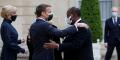 Emmanuel Macron et Alassane Ouattara, le 17 mai 2021 avant le diner officiel des chefs d'État, à l'Élysée.