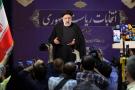 Ebrahim Raïssi, alors chef de l'autorité judiciaire, s'adresse à la presse après avoir enregistré sa candidature pour l'élection présidentielle iranienne, au ministère de l'Intérieur, à Téhéran, Iran, le 15 mai 2021.