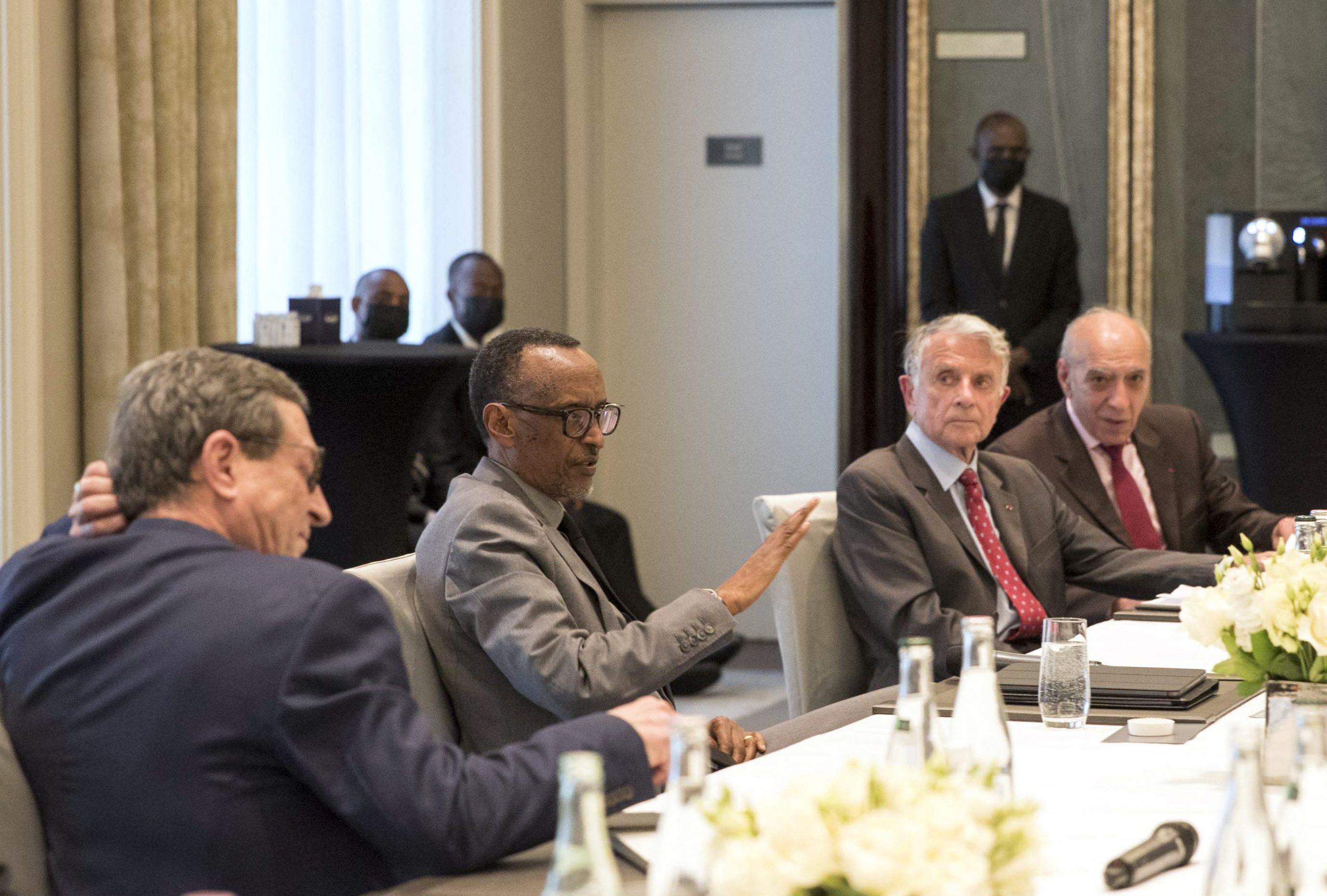 Paul Kagame rencontre le 18 mai 2021 à Paris d'anciens officiers français.