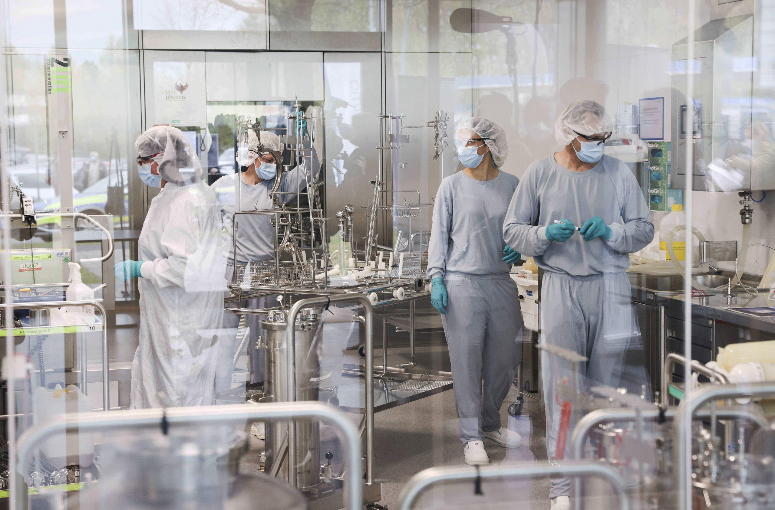Dans les locaux d'un site de production du vaccin Pfizer à Reinbeck, en Allemagne, le 20 avril 2021.