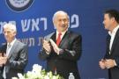 Benyamin Netanyahou (au centre), avec le nouveau patron du Mossad David Barnea (à gauche) et son prédécesseur Yossi Cohen (à droite).