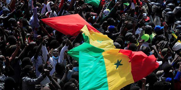Manifestation des partisans du leader de l'opposition Ousmane Sonko, à la suite de son arrestation pour des agressions sexuelles, devant le tribunal de Dakar, le 8 mars 2021.