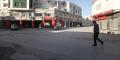 Le 13 mai 2021, à Ariana, comme ailleurs en Tunisie, les magasins et les cafés sont restés clos durant l'Aïd al-Fitrpour ralentir la propagation de Covid-19.