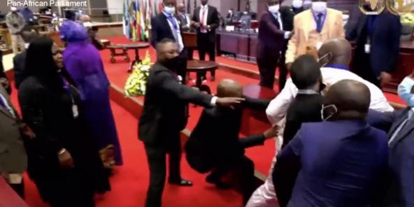 Lundi 31 mai, à Midrand en Afrique du Sud, l'élection des dirigeants du Parlement panafricain a tourné à la bagarre générale.