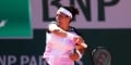 La Tunisienne Ons Jabeur lors du premier tour féminin de Roland-Garros contre la Kazakhe Yulia Putintseva le 1er juin 2021 à Paris.