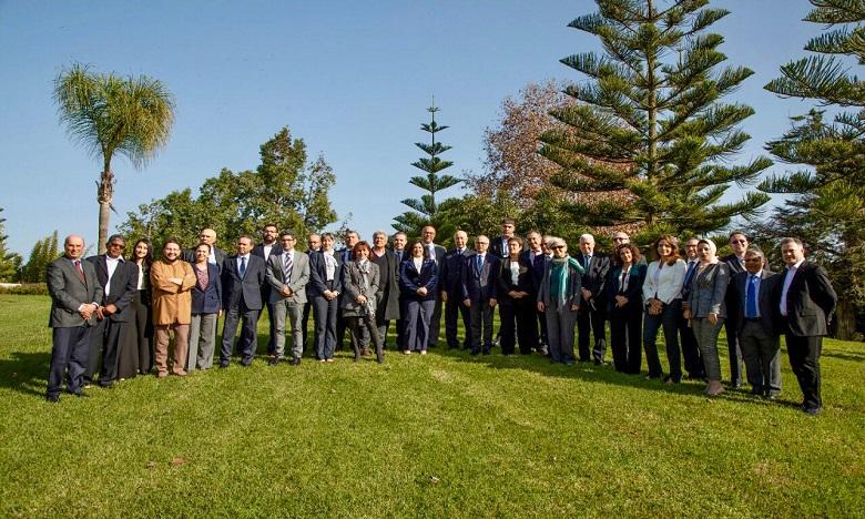 Les 35 membres de la Commission sur le nouveau modèle de développement à Rabat, en décembre 2019.