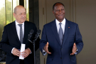 Jean-Yves Le Drian et Alassane Ouattara, en octobre 2017 à Abidjan.