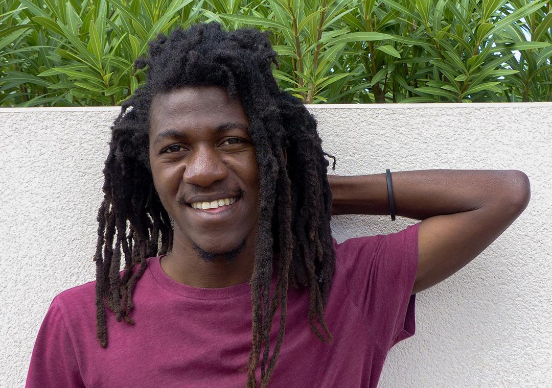 Né en Haïti, Jean D'Amérique est poète, dramaturge et romancier.