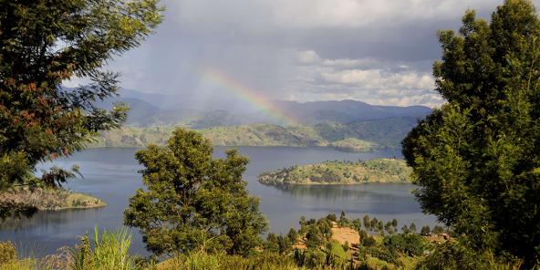 Rwanda, lac Bulera dans la région des Virunga
