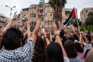 Des citoyens palestiniens d'Israël manifestent à Haïfa, en Israël, le 18 mai 2021.