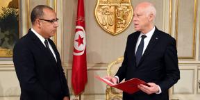 Hichem Mechichi (à gauche) est désigné par la président Kaïs Saïed, le 25 juillet 2020, comme chef de gouvernement et chargé de former un cabinet en un mois.