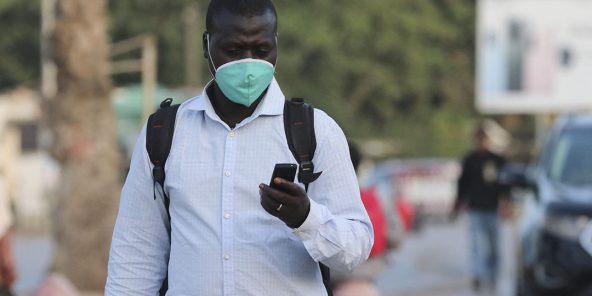 Un Sénégalais, dans les rues de Dakar, le 29 avril 2020. (illustration)