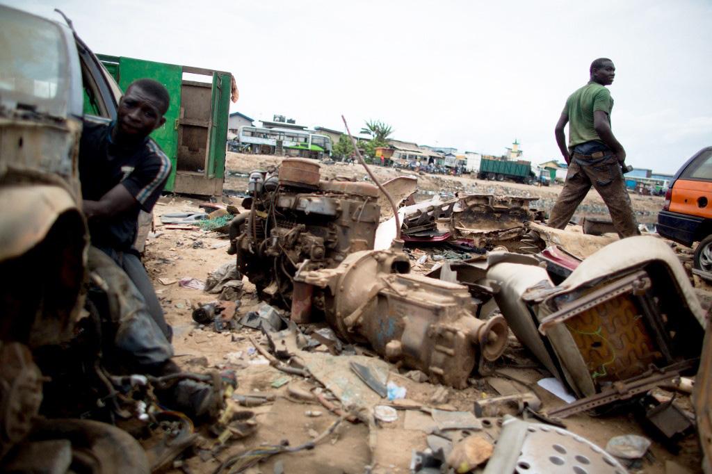 Sur un site d'élimination des déchets électroniques à Accra, Ghana, le 9 avril 2015.
