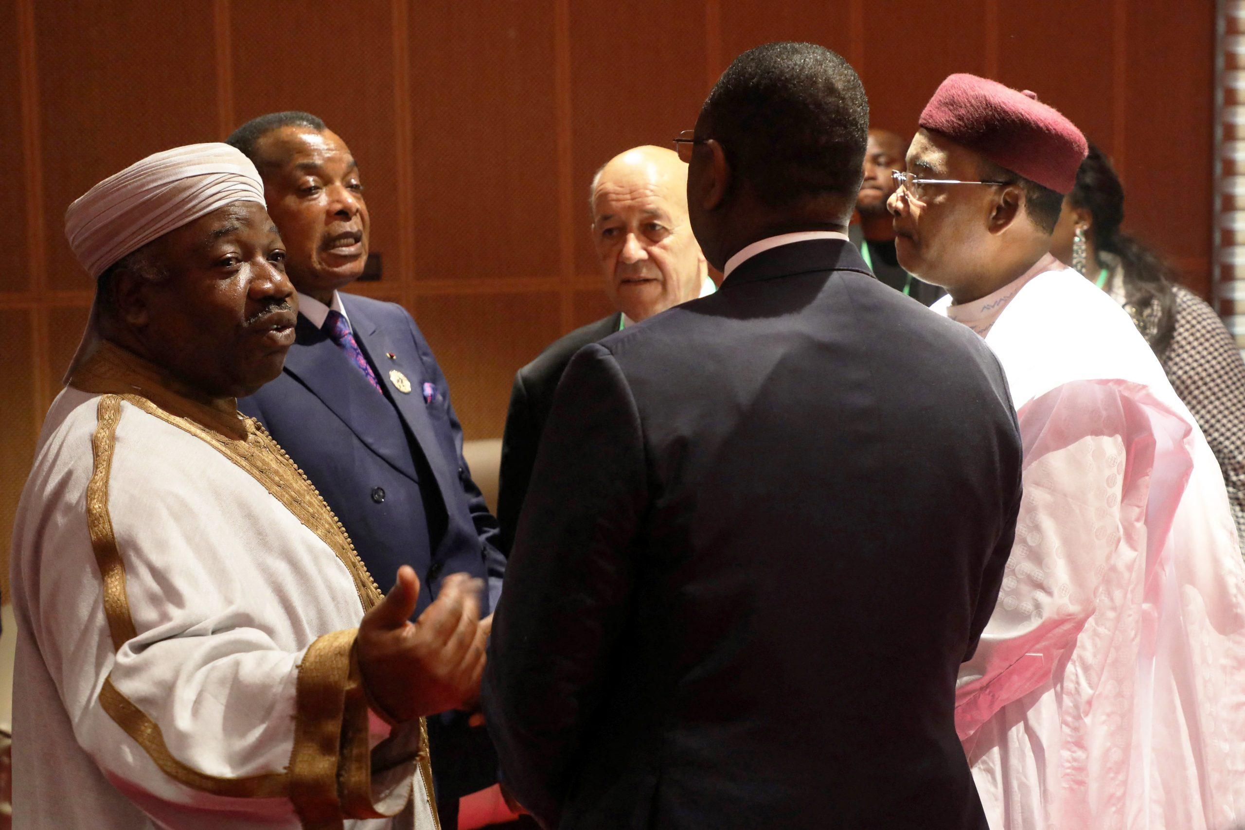 Ali Bongo Ondimba, Denis Sassou Nguesso, Jean-Yves Le Drian, Madamahou Issoufou et Macky Sall, lors du sommet de l'UA du 2 juillet 2018, à Nouakchott, en Mauritanie.