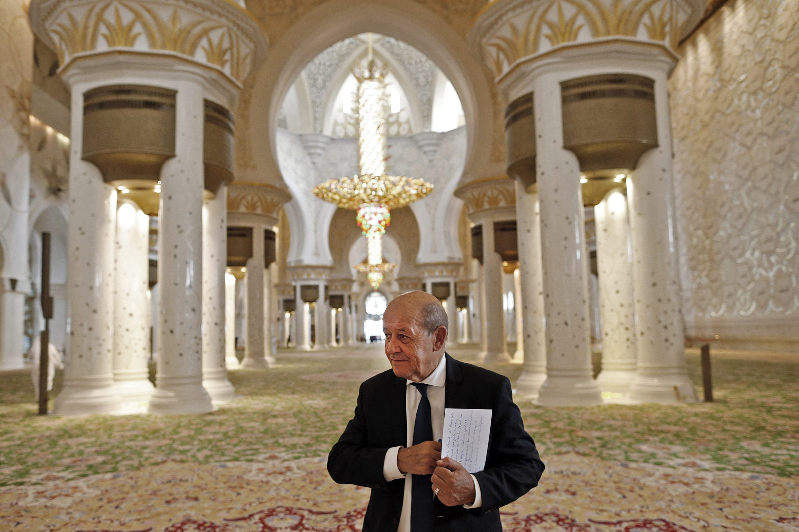 Jean-Yves Le Drian dans la grande mosquée Sheikh Zayed d'Abu Dhabi en septembre 2018