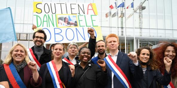 La France insoumise réunie en comité de soutien à Danièle Obono, devant le tribunal de Paris, le 23 juin.