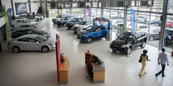 En Afrique de l'Ouest, les entreprises achètent près de 75% des véhicules neufs et ont drastiquement réduit leurs acquisitions en 2020. Ici, CFAO Motors à Dakar.