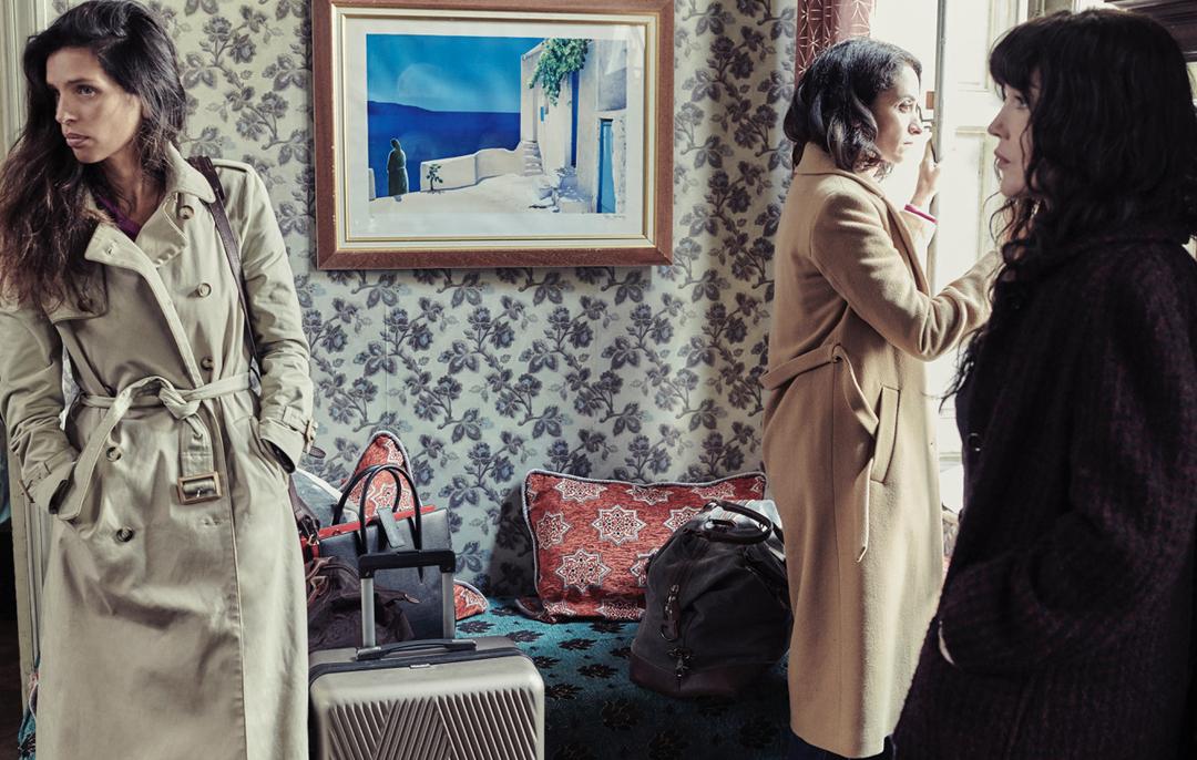 De gauche à droite, les actrices Maïwenn, Rachida Brakni, et Isabelle Adjani, dans «Sœurs» réalisé par Yamina Benguigui.