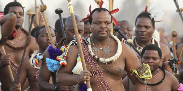 Le roi d'Eswatini, Mswati III, ici le 3 septembre 2012, lors d'une danse des roseaux à Mbabane.