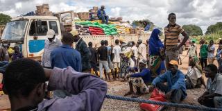 Journée de distribution de nourriture, le 28 avril 2021, dans la région de Cabo Delgado, où 700 000 personnes ont été déplacées, à cause des attaques jihadistes.