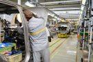 Pour l'heure, seules trois usines, dont celle de Renault à Oran (photo), ont été autorisées à redémarrer.