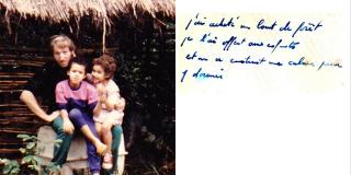 Musigati, 1988. Gaël Faye aux cotés de sa sœur, Johanna, sur les genoux de leur père.