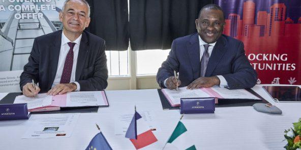 Abdul Samad Rabiu (Nigeria), PDG de BUA group et Jean Sentenac, PDG de Axens lors de la signature AXENS/BUA à Paris avec Franck Riester, ministre du Commerce extérieur.