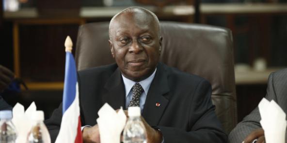 Charles Gomis, le 10 mai 2014, lors de la visite du ministre français des Armées, Jean-Yves Le Drian, à Abidjan.