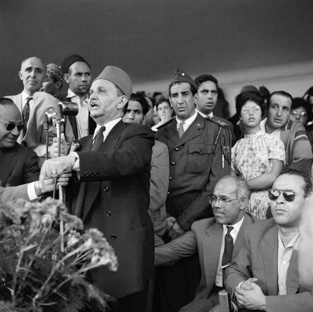 Allal El Fassi, grand-père de Nizar Baraka et figure historique de l'Istiqlal, s'exprimant lors d'un meeting de ce parti, le 30 septembre 1956.
