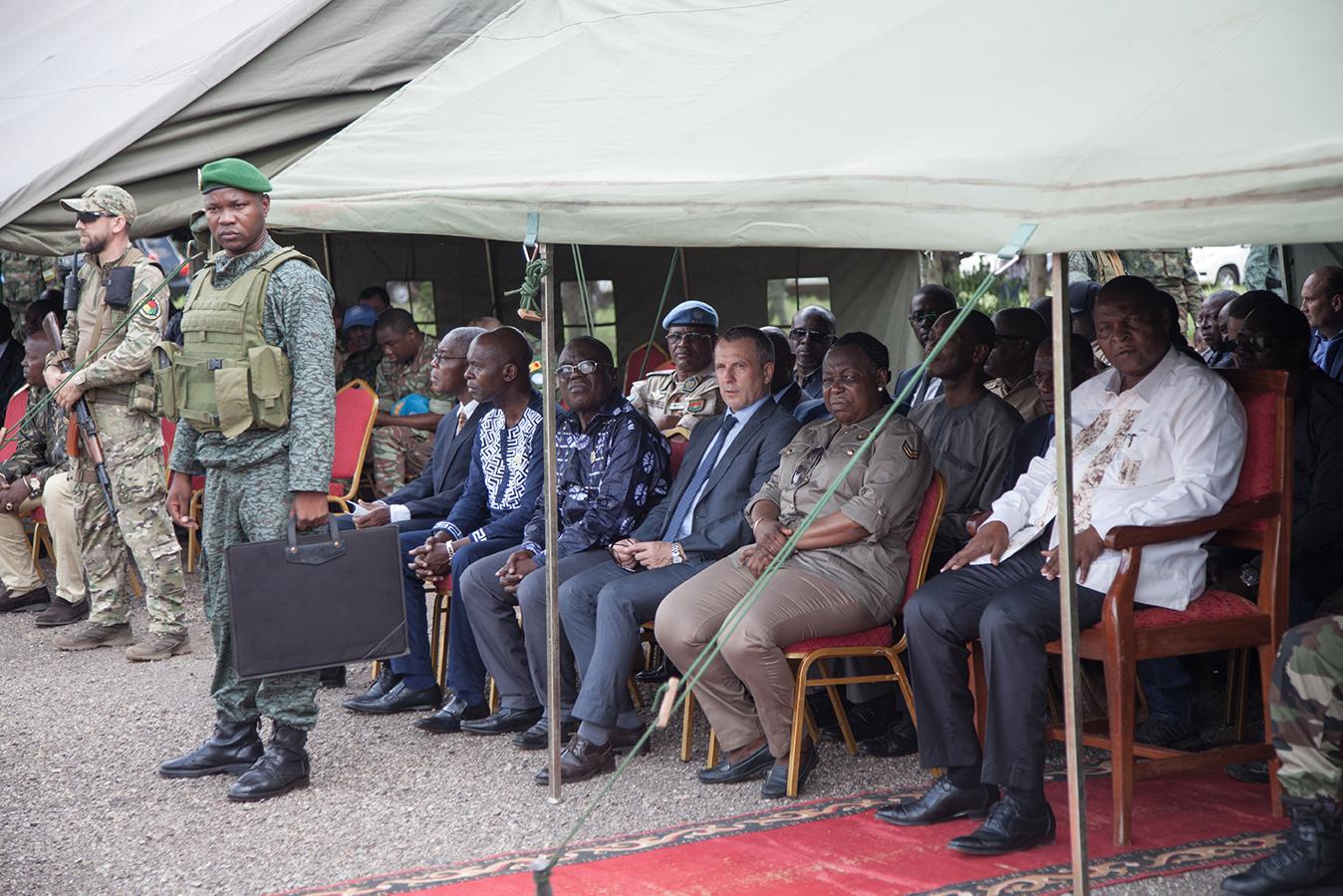 Un «consultant» militaire russe lors d'une cérémonie de remise de médailles en présence du président Touadéra, le 4 août 2018 à Berengo.