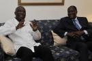 Sur cette photo d'archives, le président ivoirien Laurent Gbagbo (à gauche) rencontre Alassane Dramane Ouattara, ancien Premier ministre et actuel président du Rassemblement des républicains (RDR), à Abidjan le 17 mai 2010.