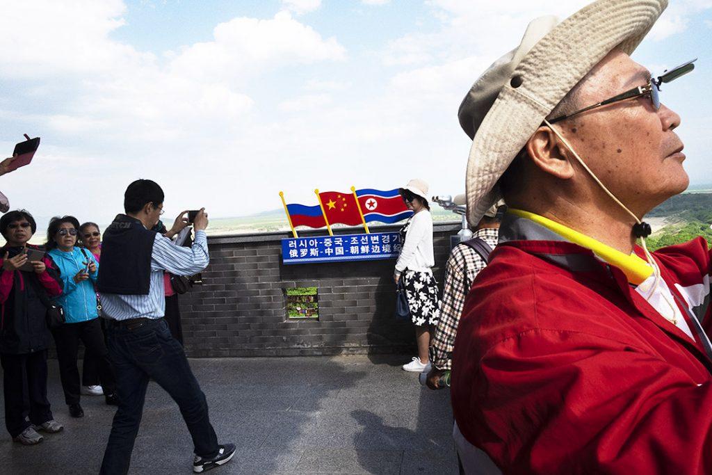 Touristes chinois à Fangchuan (Chine), à la triple frontière russe, chinoise et nord-coréeenne, en 2017.