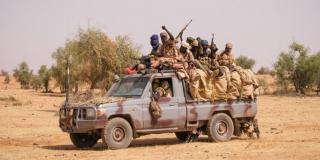 Soldats tchadiens lors d'une opération avec le G5-Sahel et les forces françaises de Barkhane, Tin-Akoff (Burkina Faso), avril 2021.
