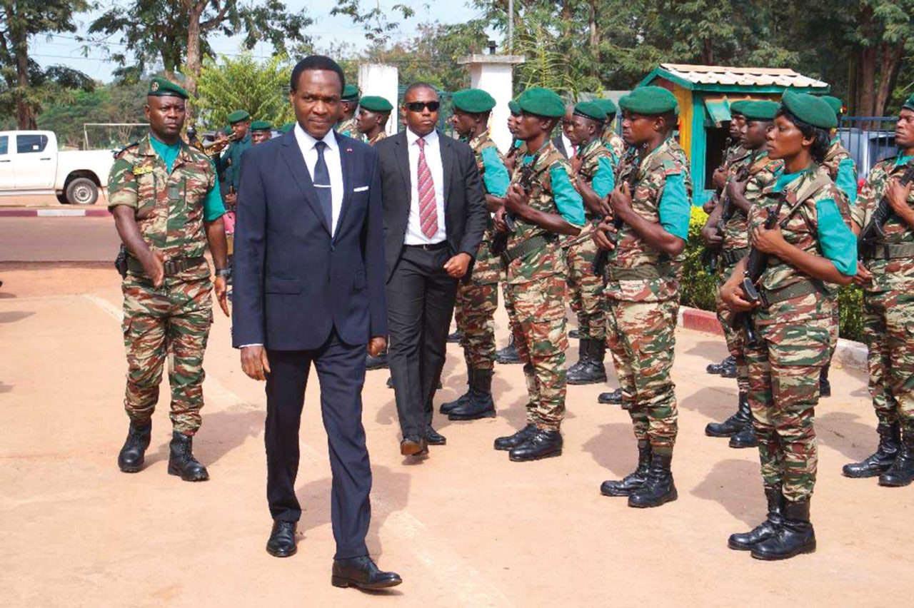 Le ministre camerounais de la Défense, Joseph Beti Assomo, dans la région de Maroua, le 28 juillet 2021.