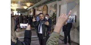 Seifeddine Makhlouf, le 2 décembre 2020, face au personnel de l'ARP protestant contre son comportement irrespectueux et agressif.