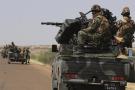 Convoi de l'armée nigérienne se dirigeant vers la ville d'Ansongo, dans le nord du Mali, le 29 janvier 2013.