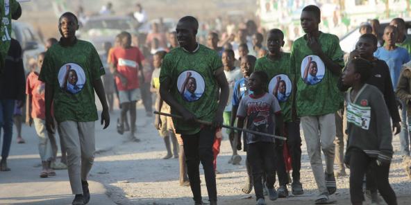 Des partisans du président zambien Edgar Lungu dans les rues de Lusaka, en Zambie, le 10 août 2021.