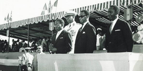 Avril 1961 – 1er anniversaire de l'Indépendance – (de gauche à droite) Léopold Sédar Senghor, général Amadou Fall, Mamadou Dia, Valdiodio N'diaye.