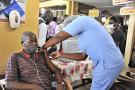 Vaccination contre le Covid, à l'hôpital d'Accra, au Ghana, le 19 mai 2021.