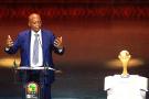 Patrice Motsepe, président de la CAF, lors de la cérémonie de tirage au sort de la Coupe d'Afrique des nations (CAN) 2022 à Yaoundé, au Cameroun, le 17 août 2021.