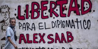 Un graffiti indique «Liberté pour le diplomate Alex Saab, enlevé par le gouvernement du Cap-Vert» à Caracas, le 23 février 2021.