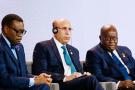 De g. à dr. : Akinwumi Adesina, président de la Banque africaine de développement, Mohammed Ould Ghazouani, président de la Mauritanie, et Nana Akufo-Addo, président du Ghana, lors d'une table ronde au sommet d'investissement Royaume-Uni-Afrique à Londres, le 20 janvier 2020.