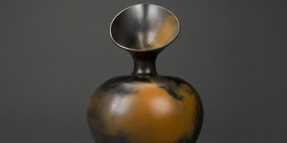 «Untitled» (1986) de l'artiste d'origine kenyane Dame Magdalene Anyango Namakhiya Odundo