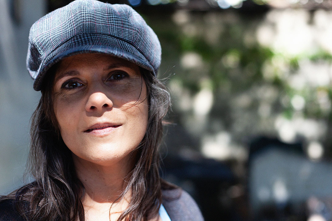 L'auteure Inès Orchani, le 2 septembre 2021, au cimetière du Montparnasse, à Paris