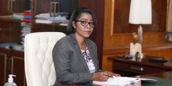 La Première ministre gabonaise Rose Christiane Ossouka Raponda dans son bureau à Libreville, le 26 mars 2021.
