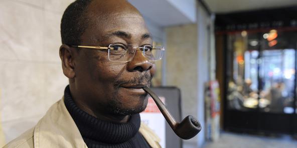 Le romancier de 62 ans Venance Konan poursuit ses éditoriaux dans « Frat' Mat' » malgré son départ du journal.