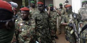 Le lieutenant colonel Mamady Doumbouya, qui a pris le pouvoir en Guinée, le 10 septembre 2021 à Conakry après une rencontre avec la délégation de la Cedeao.