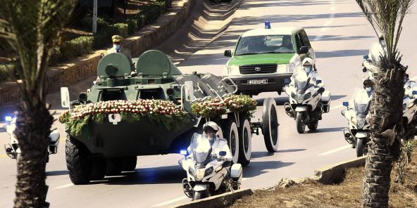 Le convoi transportant la dépouille de l'ex-président algérien Abdelaziz Bouteflika, dimanche 19 septembre 2021.