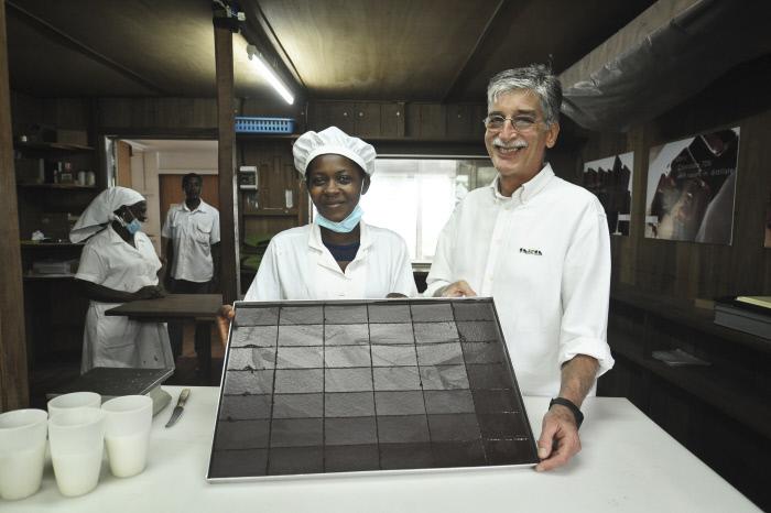: L'Italien Claudio Corallo fabrique a Sao Tome l'un des meilleurs chocolats du monde en provenance de sa plantation de cacaoyers de l'ile de Principe